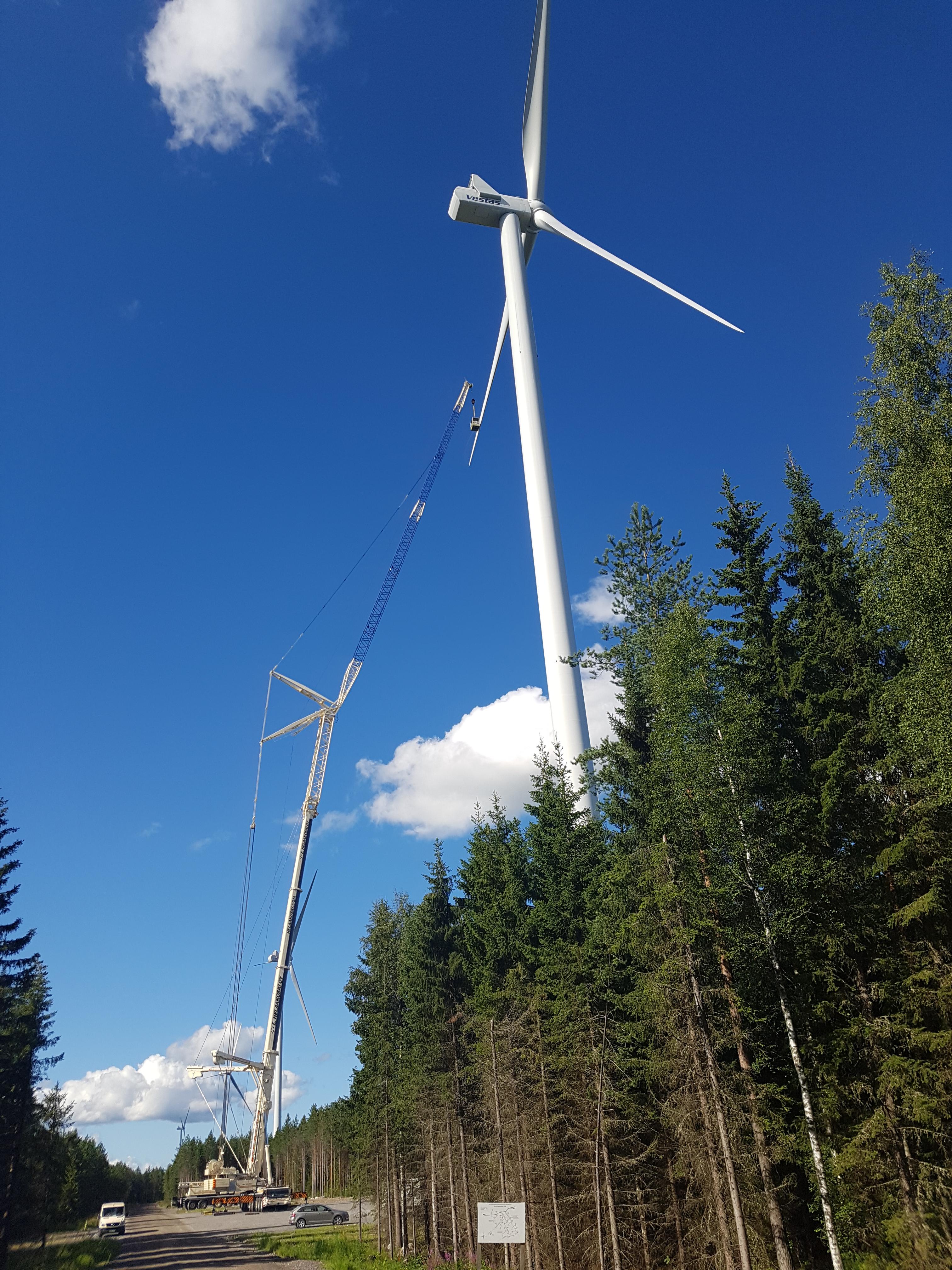 Koritustyöt tuulivoimatyömaalla